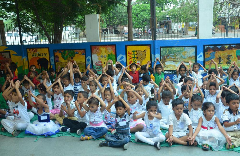 kids praying in indian school bps